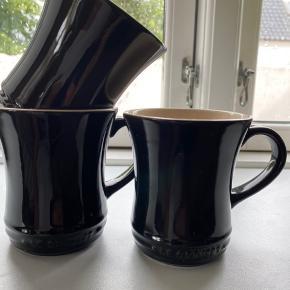 3 kopper fra til te eller kaffe. Brugt et par gange.  Sælges, i forbindelse med oprydningen.  Et lille skår på en af kopperne.  Alle 3 sælges samlet