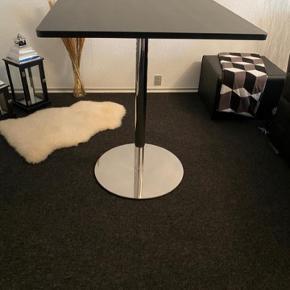 Presæntation/ bar bord 😊 Bord plade 80x80 H90..  Helt nye ..
