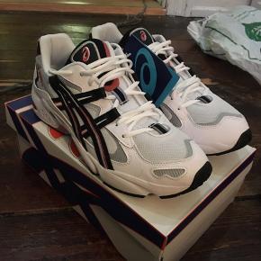 NYPRIS 1100kr Super fede sko fra Asics som får folk til at kigge en ekstra gang når du går forbi dem;) Jeg har fået dem i gave, og jeg kan desværre ikke passe dem. De kan hentes på Østerbro ellers sendes de med glæde:)