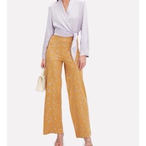 Sælger også blusen i samme mønster 🌼