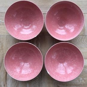 Fire rosa Kähler Unico skåle. Alle i fin stand dog har de alle et lille skår i kanten. Nypris er 500kr pr stk.