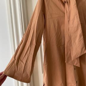 Beige hosbjerg kjole med store ærmer   97% cotton 3%lycra