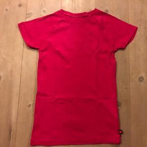 Ny t-shirt fra MOLO har aldrig været i brug.