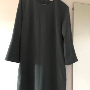 Sælger denne kjole, da jeg desværre ikke får den brugt.