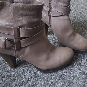 Læder støvler i str 38 i god stand