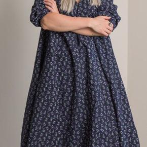 Kjolen er stadig i butikkerne og er som ny. Mulighed for at mødes og handle i Aarhus