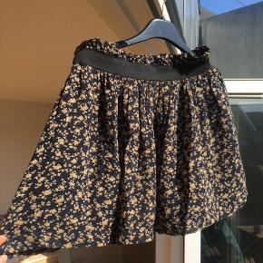 Super fin nederdel fra Ganni (Bartlett Georgette). Elastik i taljen 🌸