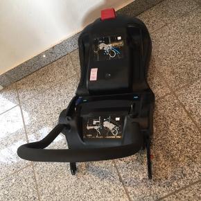 Autostol 0-13 kg  Isofix base Ingen uheld Er blevet brugt som autostol nr. 2 i ladcykel
