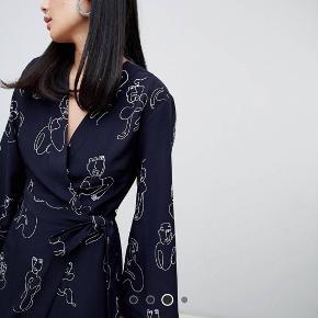 Sælger denne fine og elegante kjole! Den fremstår som ny:) Kom med et bud!
