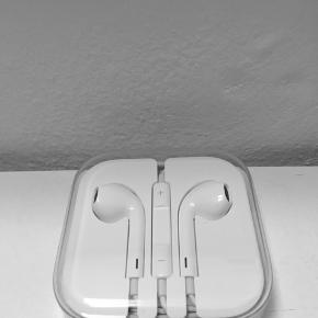Apple høretelefoner med stereo jack stik. Aldrig brugt.