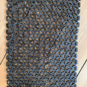 Dækkeservietter fra Broste i træ. 8 stk. sælges samlet for 50kr