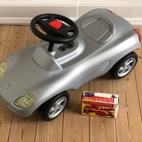 """""""Porsche"""" gåbil til børn limited edition Plastik  Brugt ganske lidt, når min nevø har været på besøg.   Længde 79 cm Sædehøjde 25 cm Bredde 30 cm  Skal afhentes på Frederiksberg"""