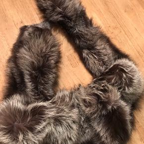 Sølvræv pelskrave  Rigtig lækker blød og glat pelskrave...