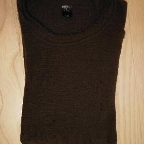 Dejlig Bluse - Aldrig brugt.  Materiale: 100 % økologisk uld   Størrelse: 10 år  Nypris: 650,- Sælges for 325,- (+porto)