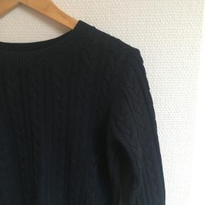 Mørkeblå strik fra H&M i str S. Brugt en del, men stadig i perfekt stand