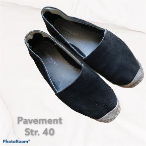 Pavement flats