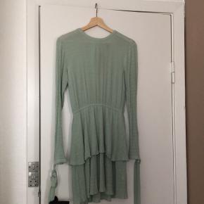 fin kjole sælges billigt