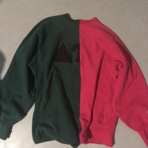 ❗️❗️❗️❗️❗️❗️❗️❗️❗️❗️❗️❗️❗️  Sælger den her mega fede champion sweatshirt  Har ALDRIG set en magen til  Den er købt i en genbrugsbutik i København men står knivskarpt. Den har ingen flaws kun genbrugspatina  Den er doble XL men passer large oversized   Snup den mens du har chancen ❗️❗️❗️❗️❗️❗️❗️❗️❗️❗️❗️❗️ ❗️
