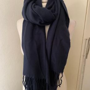 Urban Outfitters tørklæde