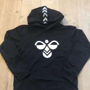Fed hoodie fra Hunmel, brugt max 3 gange så er næsten som ny.