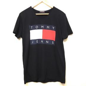 Vintage Tommy Jeans t-shirt!🔥 Dm for flere spørgsmål og billeder✌🏼 XL men fitter bedre large pg medium