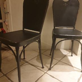 Super fede stole i sort jern. 6 stk.  Giver en skøn stemning i hjemmet.⁶