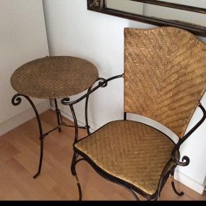 Entre' sæt i sort smedejern antikguld.2 stole og bord