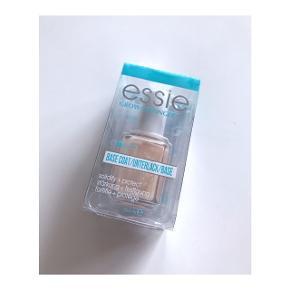 ESSIE - Grow Stronger Base Coat Kan både bruges som lak alene eller som basecoat. Stand: Endnu ikke taget i brug - stadig i original emballage. Købt for 114,95 kr.  Mp: Se prisen + evt. porto (kan sendes som brev til 20 kr eller som pakke til 37 kr).  Tag også gerne et kig på mine mange andre annoncer.  ______________________________  Beskrivelse: Denne base coat kan anvendes til alle negletyper, der har brug for ekstra styrke.  Beskytter neglene mod at knække og gør dem ekstra modstandsdygtige. Indeholder E vitamin, Ginko Biloba og mineraler som virker ekstra beskyttende mod ydre påvirkinger. Giver et sundt look og en blød fornemmelse på neglen.  Anvendelse: Fordel basen med eller uden neglelak. Anvendes basen alene, påføres 2 lag ellers påføres 1 lag under neglelak.