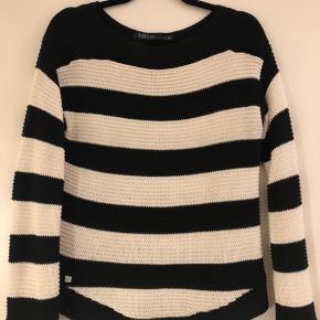 Flot sweater fra Ralph Lauren. Kun brugt få gange.  Lavet af ; 100% bomuld