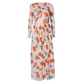 Smuk Ganni kjole!  Aldrig brugt og stadig med prismærke  Billeder er lånt