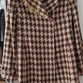 Overgangsfrakke, vinterfrakke, vintage, uldblanding. Bælte følger med, skøn både med og uden bælte. One of a kind.