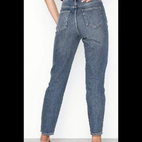 Str 28/30 Mom jeans Nypris 699 kr