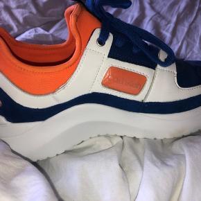 chunky sneakers fra Calvin Klein. Aldrig brugt, købt i USA og har selv betalt 1100 for dem🤍 Byd gerne