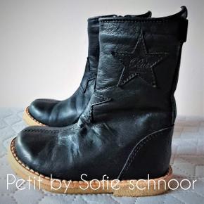 Lækre varme (forede) læderstøvler, som desværre aldrig er blevet brugt. Indvendig mål 13,5 cm