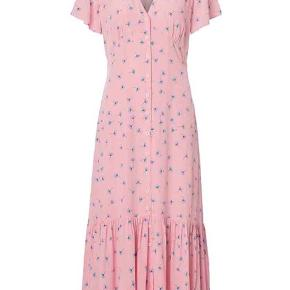 Smukkeste Nancy kjole str 36 og str svarende. Hænger i butikker ny kollektion