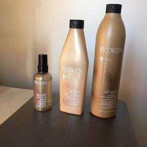 Redken all soft sæt med shampoo, balsam og hårolie. Balsam og olie er næsten fulde, shampoo er lidt under halvt fuld.