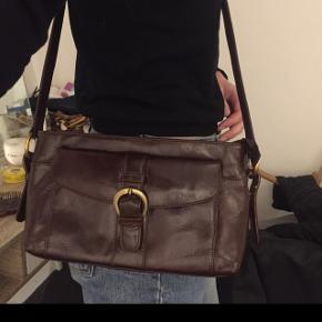 Mørke brun skuldertaske, ægte læder Køber betaler fragt