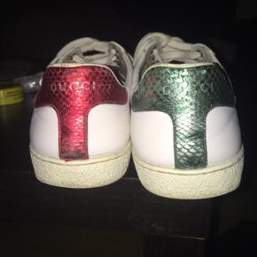 Sælger disse super fede Gucci ace snake  - Skoen er nærmest ikke brugt, da jeg føler den er for fin til mig, den har fået et repaint, så den står skarpt og fejltfrit :)  Boks og skoposer medfølger.