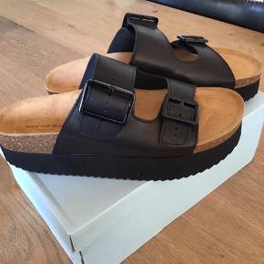 Helt nye sandaler fra Shoe The Bear Aldrig brugt Helt alm i størrelsen  Sælges for 250,- incl Porto Jeg handler mobilpay