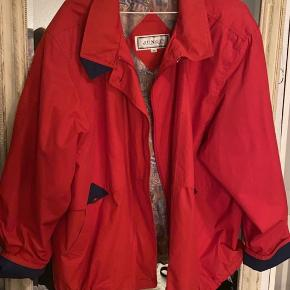 Rød oversize vintage jakke fra Junge. Str. 44.  BYD endelig:)