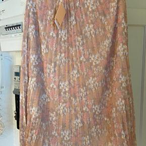 Helt ny nederdel ny pris 700kr