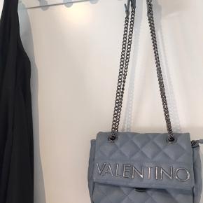 Mario valentino taske i lyseblå  Næsten ikke brugt Så ingen tegn på slid