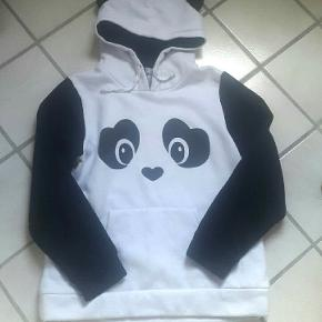 Panda sweater str. S/M  Dejlig varm :-)  Køber betaler porto.   Byd :-)