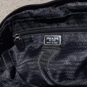 Prada håndtaske Skuldre taske  Sort Med hængelås Byd Mp 1600
