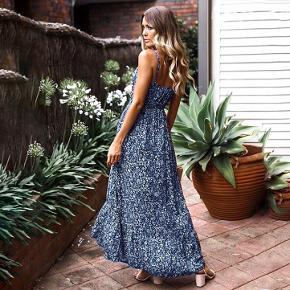 Ny m 38 mørkeblå blå sommer kjole sommerkjole blomster Blomstrede hvid elastik i taljen