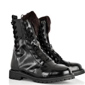 Acne læderstøvler med pels str 38.