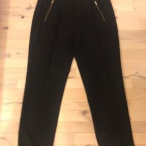 Helt nye bukser med fast linning for og elastik bag.