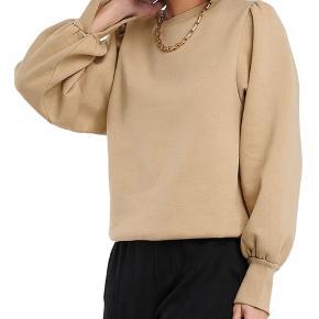 Sweater fra na-kd. Kun brugt to gange. Kan passes af en X-Small og Small:-)