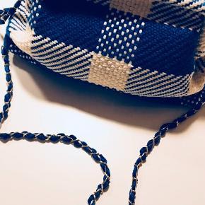 Så fin taske fra Maria la Rosa- aldrig brugt! Købt i Italien.  Remmen er lang nok til, at tasken kan bruges som crossbody.  Fin størrelse- rummer en del.