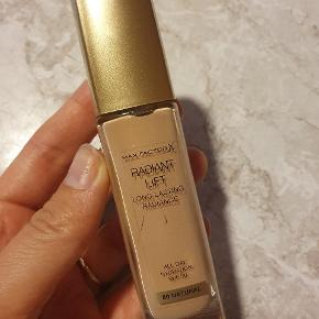 Radiant Lift foundation. All day. Spf 30. 50 Natural. Pumpet 1 gang.